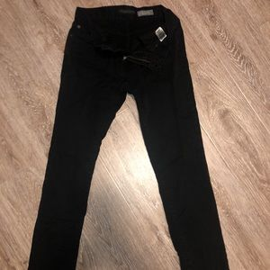Black Aeropostale skinny jeans